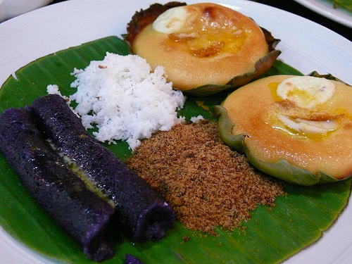 Puto bumbong at bibingka. Sana alam mo which is which.