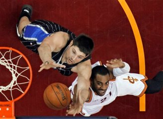 Nikola Vucevic grabs yet another rebound